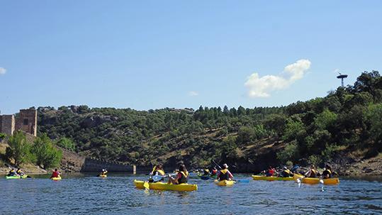 Piraguas: ruta por el embalse de Buitrago