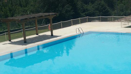 Una piscina entre montañas: Piscina municipal de Montejo